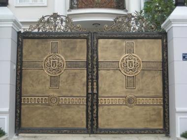 Mẫu giá cổng sắt biệt thự?v=1565248715800