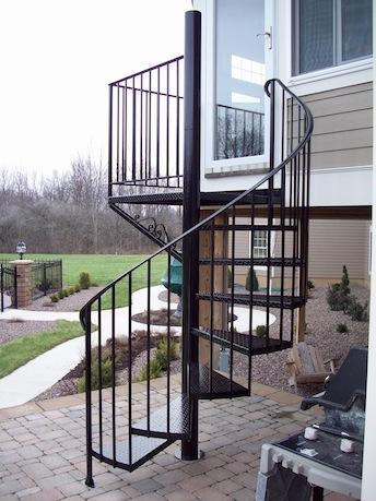 Cầu thang sắt xoắn ốc - Giá tốt tiết kiệm chi phí